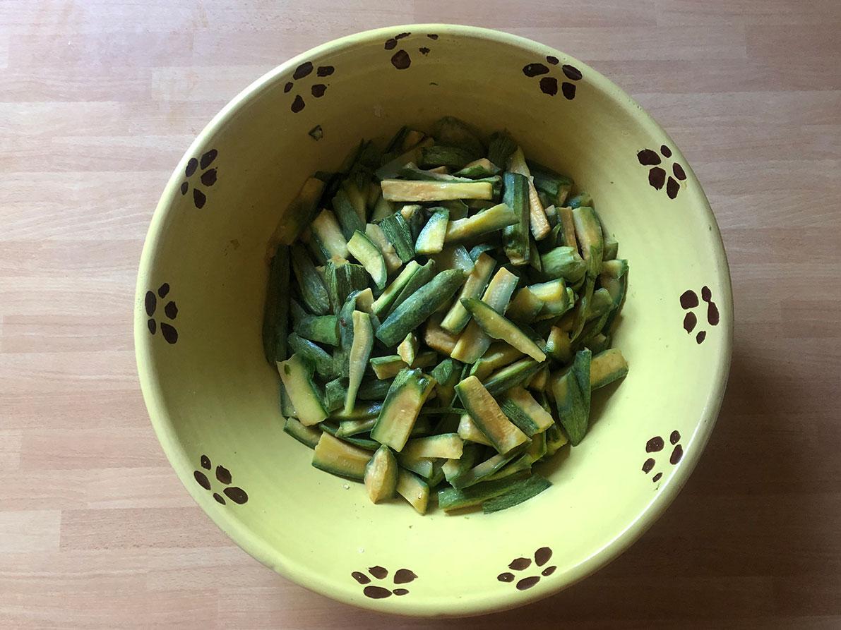 zucchine in un recipiente